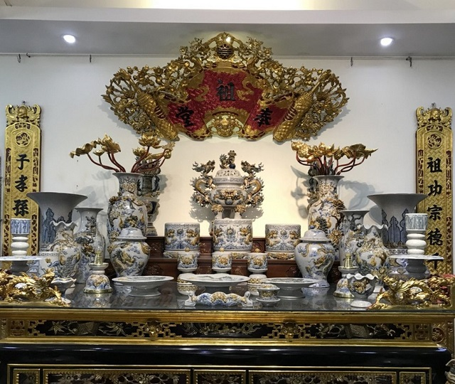 Bàn thờ gia tiên có mấy bát hương, Bàn thờ gia tiên có mấy bát hương là hợp với phong thủy, bạn có biết?